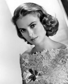 September Hollywood star and real-life princess Grace Kelly dies. On this day in Princess Grace of Monaco–the American-born former film star Grace Kelly, whose movie credits include. Glamour Hollywoodien, Hollywood Glamour, Classic Hollywood, Old Hollywood, Hollywood Icons, Hollywood Life, Hollywood Fashion, Moda Grace Kelly, Grace Kelly Style