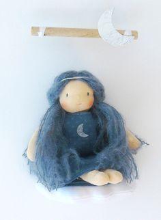 Luna, petite marchande de sable - Poupée d'inspiration Waldorf - 25 cm