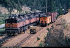 Net Photo: Milwaukee Road GE at Butte, Montana by Steve Schmollinger Old Steam Train, Railroad Pictures, Milwaukee Road, Railroad History, Electric Locomotive, Diesel Locomotive, Steam Locomotive, Railroad Photography, Old Trains