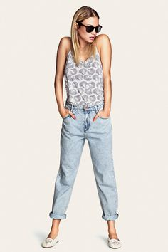 Pretty prints and light washed jeans for a chill summer look. H&M. #HMDivided