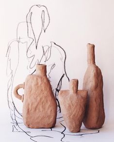 """""""Mi piace"""": 277, commenti: 36 - Ella Bendrups (@ellabendrups) su Instagram: """"Experimental shapes dried and ready to bisque resting on high school life drawing."""""""