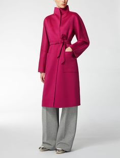 Max Mara LILIA fuchsia: Pure cashmere coat. Find your outfit on the Official Max Mara Website and discover all that is new in ready-to-wear.