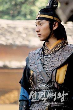 Korean Traditional Dress, Traditional Dresses, V Bts Hwarang, Lee Yo Won, Yoo Seung Ho, Beautiful Costumes, Korean Star, Historical Clothing, Korean Actors