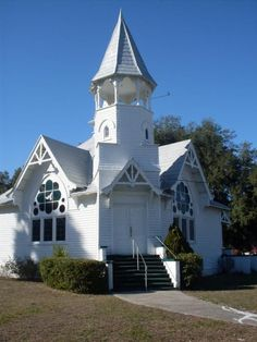 The Little White Church is located in Citra Florida known as Citra Baptist Church. Abandoned Churches, Old Churches, Abandoned Cities, Abandoned Mansions, Take Me To Church, My Church, Church Wedding, Temples, My Father's House