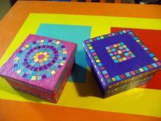 arte & papel (cajas de té con recortes de cartón corrugado y decoradas con venecitas de papeles de revistas y folletos)