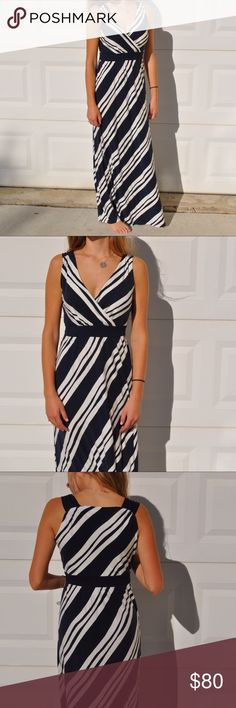 Vineyard Vines Maxi Dress 96% Rayon; 4% Elastane. Gorgeous Vineyard Vines Dress. Model usually wears a small and this dress is a x-small and is comfortable with a little extra room. Vineyard Vines Dresses Maxi