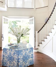 Hamptons entryway by Amanda Nisbet. I usually don't like skirted tables, but the shape and fabric make this table fresh and youthful.