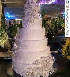 #Repost @bombocadobolosfinos with @repostapp ・・・ Obrigada @maytheoliveiracerimonial  Casamento de Paula e Emanuel Decoração  @rosalvoponte  Buffet @lullasbuffet