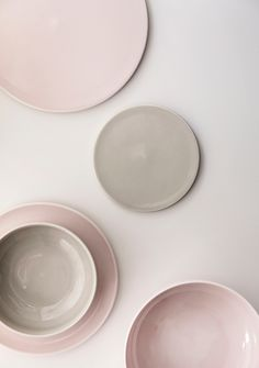 New Norm Dinnerware expresses the purity, simplicity, and honesty so particularly characteristic of the Nordic way. The diversity of colours and materials in New Norm Dinnerware sets the creativity free. Blush And Grey, Pastel Grey, Pretty Pastel, Blush Pink, Pink Brown, Pink Grey, Pink Color, Design Shop, Deco Table Noel