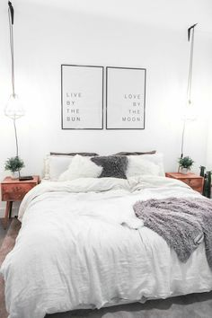 We love this beautiful interior of the bedroom <3 We'll show you more combos of canvas prints for your bedroom. If you fancy it, just click & check out our store! #getkunst #print #artprint #wallartprint #interior #design #artwork #decoration #bedroom #bed
