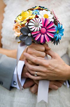 Google Afbeeldingen resultaat voor http://tosuityourfancy.com/blog/wp-content/uploads/Coloured-Brooch-Bouquet.jpg