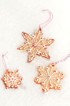 Lulu's Sweet Secrets: Christmas TREE ORNAMENTS: Snowflake Cookies with Peppermint Royal Icing..love the red and white string!