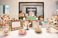 """As meninas daMariaManuela Eventos (clique)me mandaram este chá de lingerie, super charmoso!!!""""Nossa sugestão foi fazer uma fusão entre a linguagem da doceria Ladurée e sua linha Les Merveilleuses para mulheres sofisticadas e elegantes através de um charmoso chá de lingerie. Trabalhamos as cores e itens para compor a mesa que nos levassem a saborear um …"""