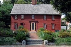A 1690 house in Ipswich, MA, with new colonial-style garden (Photo: Jon Crispin)… Colonial House Exteriors, Colonial Garden, Red Houses, Saltbox Houses, Farmhouse Architecture, Colonial Architecture, New England Style Homes, Colonial America, House And Home Magazine