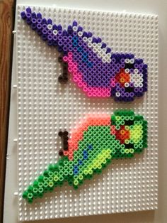 Cute budgies :) Perler Beads, Fuse Beads, Perler Bead Templates, Pearler Bead Patterns, Loom Beading, Beading Patterns, Modele Pixel Art, Pearl Crafts, Hama Beads Design