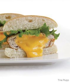 Cheddar-Stuffed Turkey Burger - tonights din..hope it comes out looking this good :)
