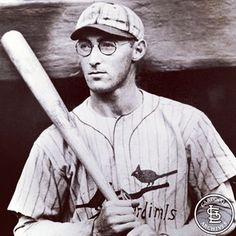 On August 28, 1924, Chick Hafey made his major league debut.  A future Hall of Famer, Hafey played for the Cardinals until 1931 and in the majors until 1937.  Known for his screaming line drives and rifle arm, he hit 164 homers and batted .317 in 1,283 games.