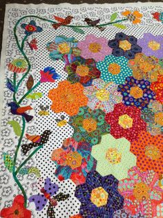 Timeless Traditions: The Honey Flow., a Kerry Stitch design. Love the birds in the border. xxx GFG, see polka dot background. Hexagon Quilt Pattern, Quilt Patterns, Hexagon Patchwork, Quilting Projects, Quilting Designs, Quilt Modernen, English Paper Piecing, Mini Quilts, Applique Quilts
