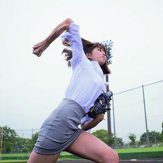 「神スイング」の稲村亜美 投球は球速90km超でスライダーも│NEWSポストセブン
