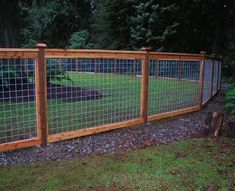 Arrangement Cedar Fence Posts and cedar fence aldergrove | 1000#aldergrove #arrangement #cedar #fence #posts Hog Wire Fence, Farm Fence, Diy Fence, Fence Landscaping, Fence Ideas, Fence Gate, Cattle Panel Fence, Cattle Panels, Wire And Wood Fence