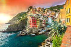 20+ of the Most Stunning Cliff-Side Towns and Villages (boredpanda)