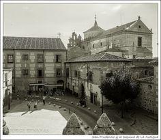 San Prudencio y la esquina de La Antigua by Jbenayas, via Flickr Paris Skyline, Cathedral, Travel, Antigua, Monuments, Cities, Paisajes, Pictures, Voyage