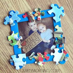 Homemade Father's Day Gifts that kids can make! These easy Father's Day Kids Crafts are so simple that ANYONE can make them - great DIY Father's Day Gift Ideas! fathers day gift Love You to Pieces Father's Day Frame Gift - Crafty Morning Cheap Fathers Day Gifts, Fathers Day Frames, Homemade Fathers Day Gifts, Diy Gifts For Dad, Diy Father's Day Gifts, Fathers Day Presents, Father's Day Diy, Craft Gifts, Kids Crafts
