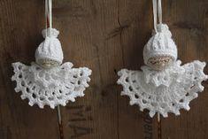 What a beautiful Christmas wreath - Salvabrani - Crochet Brazil Christmas Angels, Christmas Wreaths, Christmas Crafts, Christmas Ornaments, Christmas Crochet Patterns, Crochet Snowflakes, Bead Crochet, Cute Crochet, Doll Crafts
