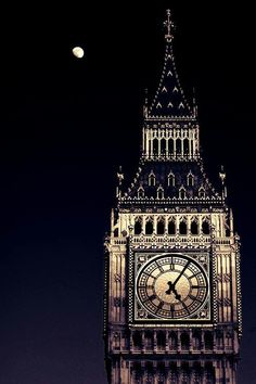 Big Ben at night, all lit up. Gorgeous.