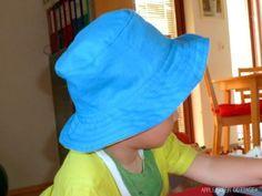 Proteja as suas crianças dos raios solares fazendo este lindo e diferente chapéu infantil de tecido que pode ser usado tanto por meninas quanto ...