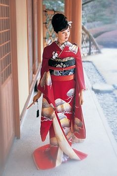This kimono is called Furisode. It is a kimono for unmarried women.