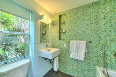 Small Bathroom Wall Tiles Wall Ceramic Tiles Small Bathroom Tiles, Bathroom Design Small, Bathroom Wall, Deco, Wall Tiles, Bathtub, Conception, Guide, Color