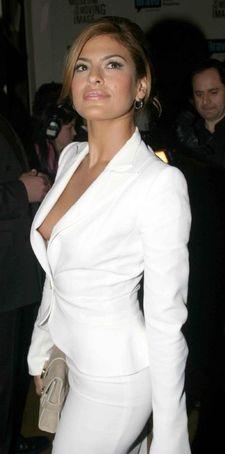 Eva Mendes - I want this jacket Eva Mendes Body, Eva Mendes Bikini, White Pantsuit, White Dress, White Suits, Eva Longoria, Sexy Hot Girls, Dress To Impress, Designer