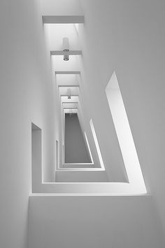Museum of modern art white light architecture, space architecture и minimal Minimalist Architecture, Space Architecture, Contemporary Architecture, Architecture Details, Concrete Architecture, Museum Architecture, White Interior Design, Interior Exterior, Light And Space