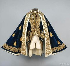 Historical fashion and costume design. Historical Costume, Historical Clothing, Historical Dress, Mode Outfits, Fashion Outfits, Fashion Fashion, Fashion History, Fashion Jewelry, Character Outfits