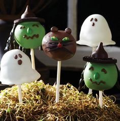 How ridiculous cute are these Cake Pops? Get the instructions on how to create ghosts, black cats and witches for scary soiree. Kids of all ages love them!