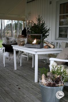 24 Cozy And Beautiful Winter Terrace Decor Ideas You'll Enjoy - Christmas Porch, Rustic Christmas, Winter Christmas, Christmas Time, Christmas Decorations, Xmas, Holiday Decor, Winter Porch, Winter Garden