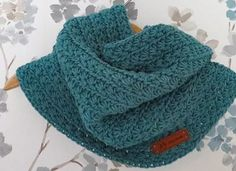 Ideas For Crochet Patterns Cowl Beautiful Crochet Wool, Crochet Mittens, Crochet Scarves, Diy Crochet, Crochet Shawl, Crochet Clothes, Collar Diy, Circle Scarf, Crochet Stitches Patterns