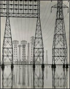 Foto vía twitter. @emcarquitectura: Electrical Transmission Towers, about 1935, Will Connell.