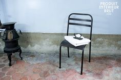 Chaise métallique empilable brune - Chaise robuste tout en fer, finition vernie sombre