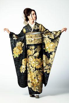 Traditional Japanese Kimono, Traditional Fashion, Traditional Dresses, Japanese Geisha, Yukata Kimono, Kimono Dress, Kimono Fashion, Fashion Outfits, Kimono Design