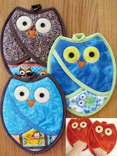 Sewing Projects Who Owl Pot Holders Pattern: - These cute pot holders are quick and easy to make, and are functional as well. The pot holders are lined with insul bright, and once sewn they form a pocke Potholder Patterns, Owl Patterns, Sewing Hacks, Sewing Tutorials, Sewing Tips, Sewing Basics, Craft Tutorials, Fabric Crafts, Sewing Crafts