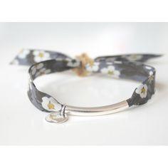 "Bracelet en tissu liberty ""Mitsi"" gris avec tube en argent"