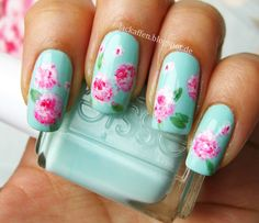 FA to draw hydrangeas on my nails (no acrylics, I use nail polish only!). Looks kinda impressionistic. I hope nobody thinks these were roses... ;) - Imgur