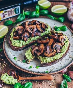 Avocado Toast mit Knoblauch-Pilzen and Drink meals healthy recipes Avocado Toast mit Knoblauch-Pilzen - Bianca Zapatka Avocado Toast, Avocado Breakfast, Mexican Breakfast, Mashed Avocado, Breakfast Toast, Breakfast Sandwiches, Breakfast Pizza, Breakfast Bowls, Clean Eating Snacks