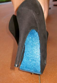 Glitter DIY Pumps My sister Gabriella had a dance this past weekend. She wanted teal accents with her black dress. We were brainstormi. Glitter Pumps, Blue Glitter, Sparkly Heels, Glitter Bomb, Glitter Girl, Glitter Fabric, Gold Heels, Teal Accents, Do It Yourself Fashion