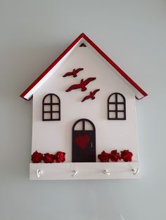 Lilian Martinez's media content and analytics Diy Home Crafts, Diy Home Decor, Crafts For Kids, Wooden Art, Wooden Crafts, Bois Diy, Bird Houses, Wood Projects, Wall Decor