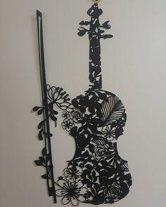 공강은 위대했다. 탐내던 바이올린 도안.헤헤 예뻐... #아트나이프_적응_프로젝트 근데 이거 좋으네...히히 #페이퍼커팅 #papercutting #피어나다