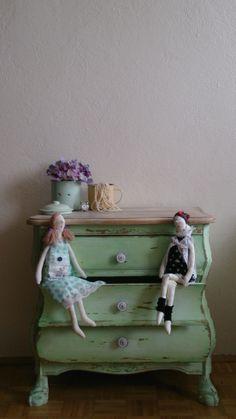 stara komoda po odnowieniu idealna do pokoju dziewczynki