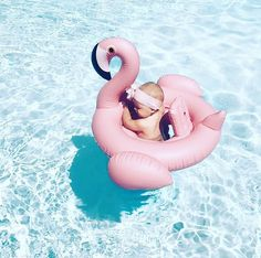 baby girl in pool pink flamingo floatie Little Babies, Little Ones, Cute Babies, Baby Float, Baby Pool, Foto Baby, Baby Kind, Baby Fever, Kids And Parenting